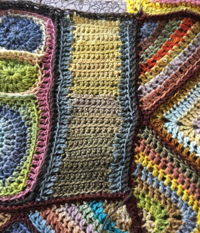Crocheted fabric using pH-modified plant-dyed yarn