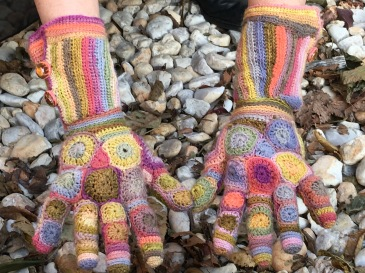 Patchwork crochet gloves using plant-dyed yarn