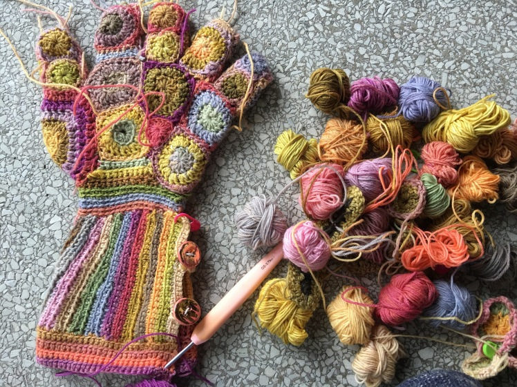 sideways construction for glove gauntlet using single and half-treble crochet