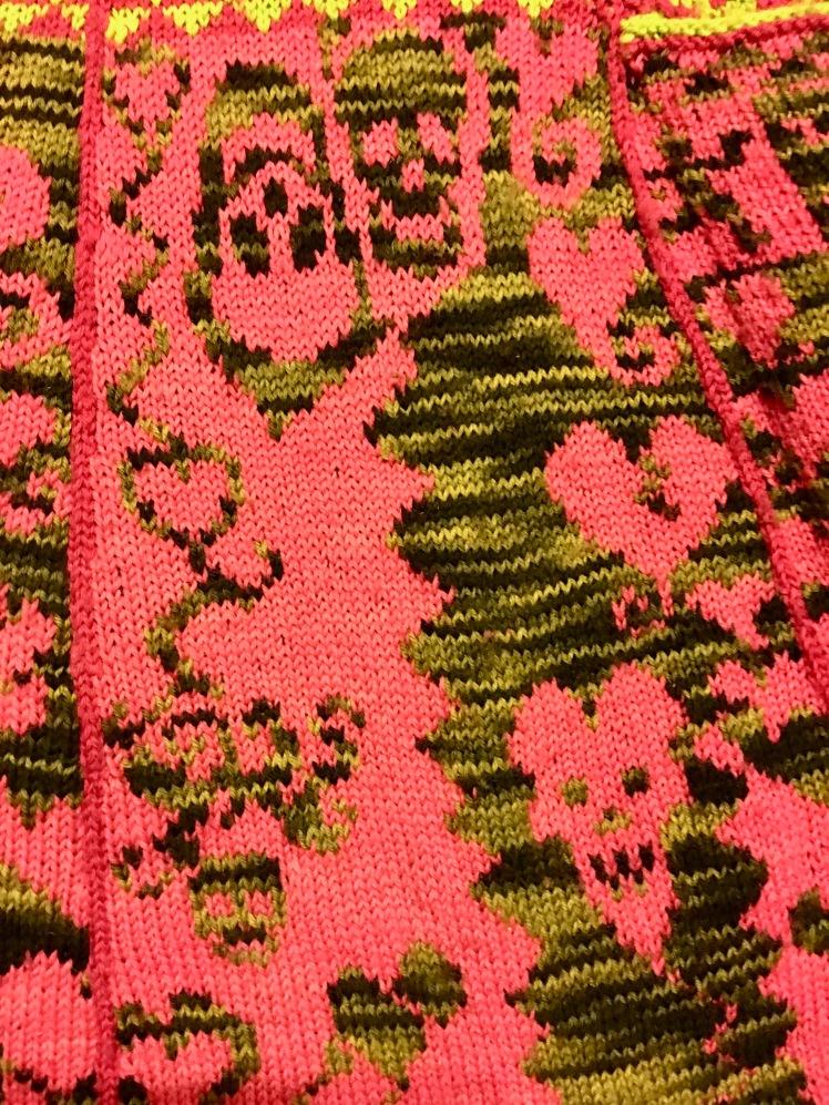 Improvised stranding in knitted garment