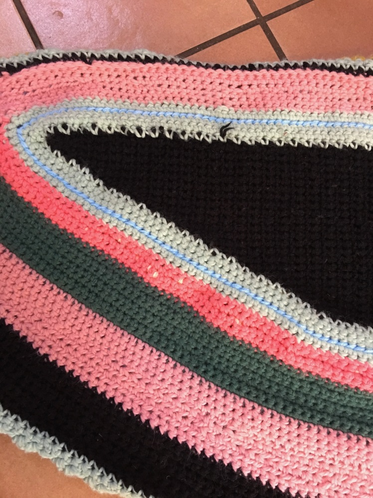 Fundamental colors that are the basis of an elaborate shawl