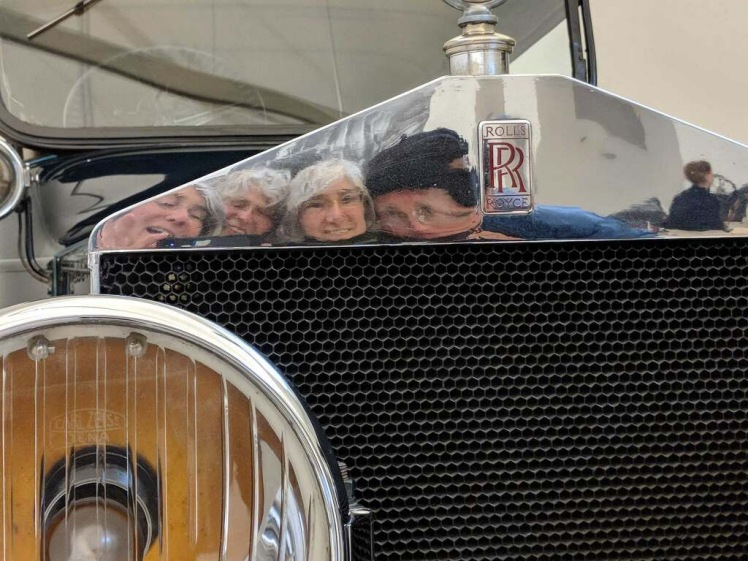 Group photo in reflection of historical Rolls Royce grill