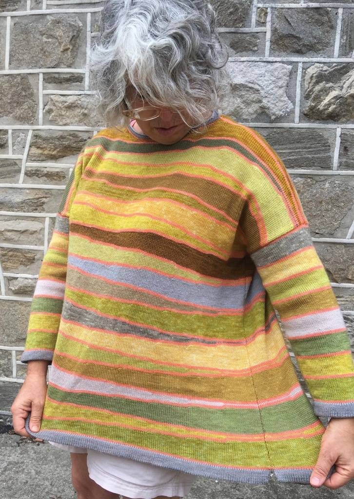 Modeling a machine-knit pullover made of plant-dyed yarn knitted in short-row wedges