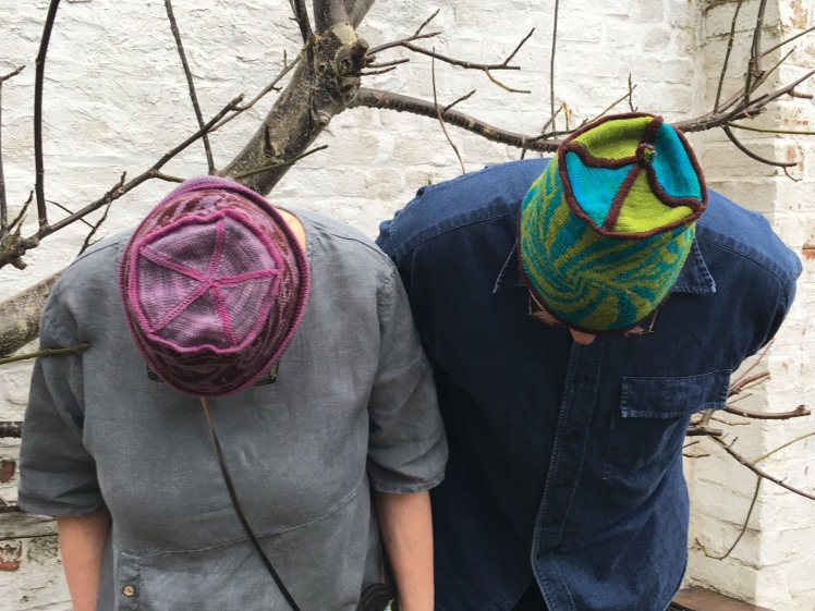 Seamed crowns of patterned machine-knit hats