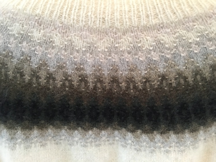 Purl bumps throw the light in a neutral gradient