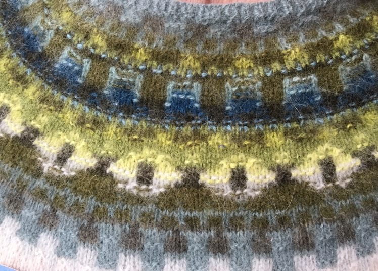 Subtle ways to emphasize color in Bohus knitting